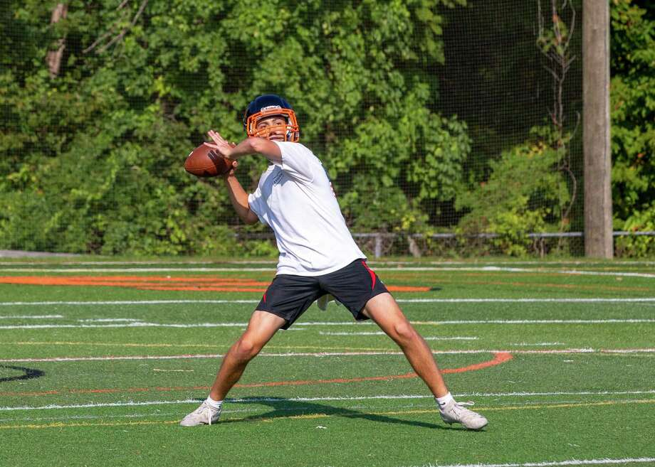 Justin Keller throws a pass during a Ridgefield football practice this week. Photo: Gretchen McMahon / Hearst Connecticut Media