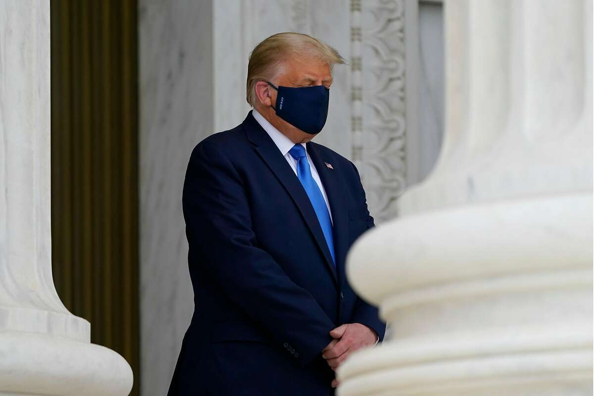 WASHINGTON, DC - SEPTEMBER 24: U.S. President Donald Trump wears a face mask while paying respects as Justice Ruth Bader Ginsburg lies in repose under the Portico at the top of the front steps of the U.S. Supreme Court building on September 24, 2020 in Washington, DC. Ginsburg, who was appointed by former U.S. President Bill Clinton served on the high court from 1993, until her death on September 18, 2020. (Photo by Alex Brandon-Pool/Getty Images)