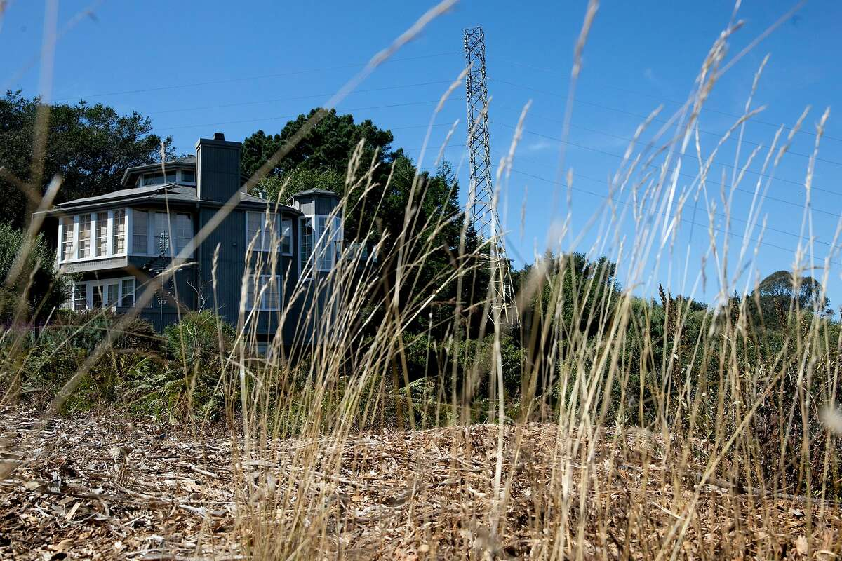 Dry grass skirts a home along Terrace Drive in El Cerrito, Calif. Friday, September 25, 2020. Heat and strong dry winds have elevated wildfire risks across the Bay Area this weekend, prompting PG&E to warn that some customers may have their power shut off as a result. destructive practices.