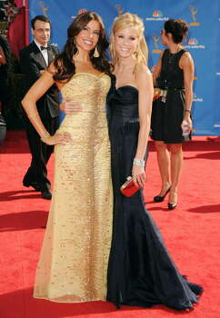 Actors Sofia Vergara, left, and Julie Bowen arrive at the 62nd Annual Primetime Emmy Awards held at the Nokia Theatre L.A. Live on August 29, 2010 in Los  Angeles, California.  (Photo by Jason Merritt/Getty Images)