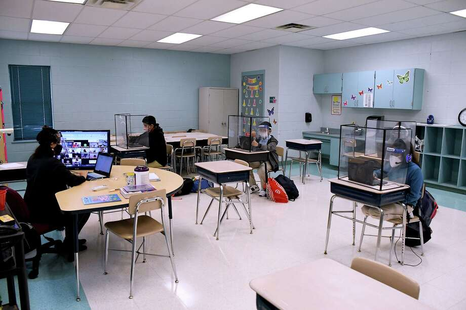 Laredo ISD students participate in in-person classroom learning on Monday, Sept. 21. Photo: Cuate Santos /Laredo Morning Times