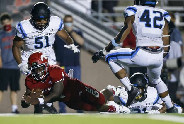North Shore quarterback Dematrius Davis (4) dives forward while running the ball against Shadow Creek during the first half of the game at Galena Park ISD Stadium on Friday, Sept. 25, 2020, in Houston. Photo: Godofredo A Vásquez/Staff Photographer / © 2020 Houston Chronicle