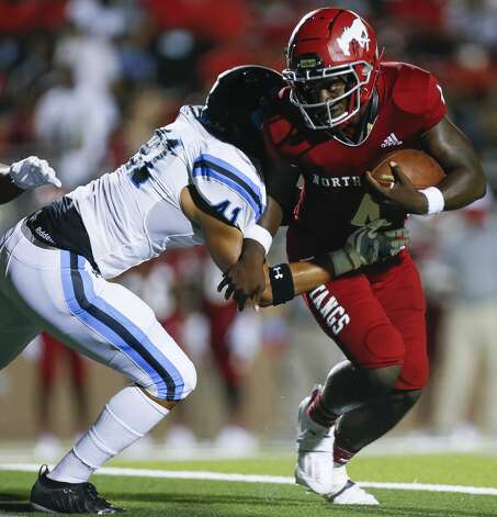 North Shore quarterback Dematrius Davis (4) tries to escape from pressure against Shadow Creek during the first half of the game at Galena Park ISD Stadium on Friday, Sept. 25, 2020, in Houston. Photo: Godofredo A Vásquez/Staff Photographer / © 2020 Houston Chronicle