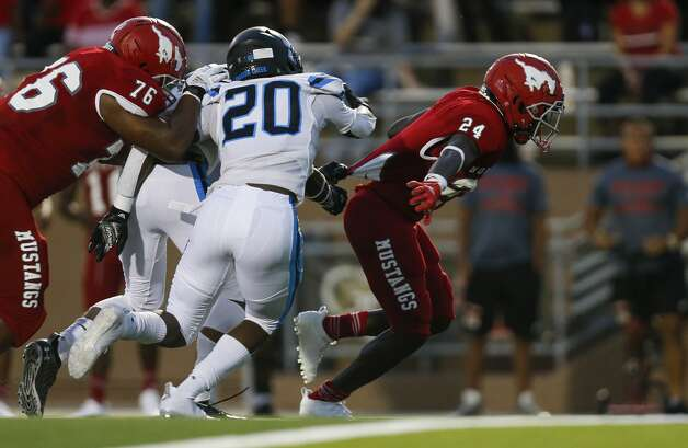 North Shore running back Brannon Davis (24) scores a rushing touchdown against Shadow Creek during the first half of the game at Galena Park ISD Stadium on Friday, Sept. 25, 2020, in Houston. Photo: Godofredo A Vásquez/Staff Photographer / © 2020 Houston Chronicle