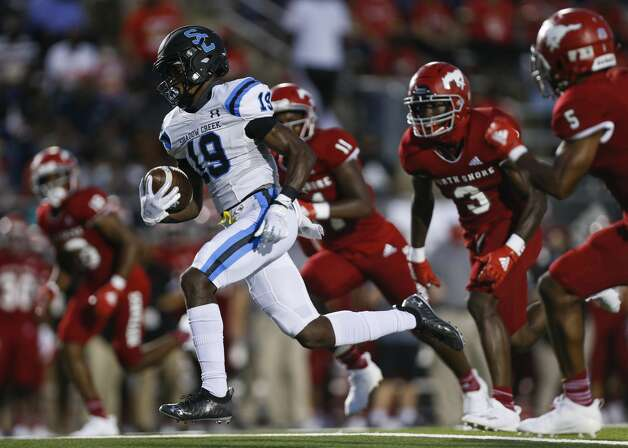 Shadow Creek wide receiver C.J. Guidry (19) scores a receiving touchdown against North Shore during the first half of the game at Galena Park ISD Stadium on Friday, Sept. 25, 2020, in Houston. Photo: Godofredo A Vásquez/Staff Photographer / © 2020 Houston Chronicle