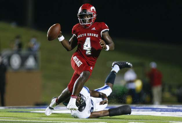 North Shore quarterback Dematrius Davis (4) scrambles out of pressure against Shadow Creek during the second half of the game at Galena Park ISD Stadium on Friday, Sept. 25, 2020, in Houston. Photo: Godofredo A Vásquez/Staff Photographer / © 2020 Houston Chronicle