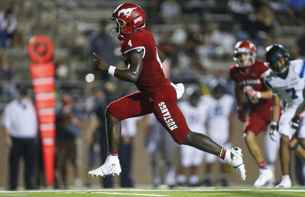 North Shore quarterback Dematrius Davis (4) scores a rushing touchdown against Shadow Creek during the second half of the game at Galena Park ISD Stadium on Friday, Sept. 25, 2020, in Houston. Photo: Godofredo A Vásquez/Staff Photographer / © 2020 Houston Chronicle