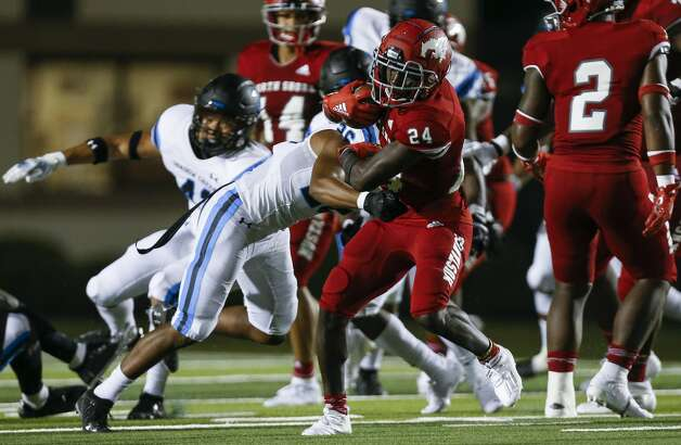 North Shore running back Brannon Davis (24) runs the ball against Shadow Creek during the second half of the game at Galena Park ISD Stadium on Friday, Sept. 25, 2020, in Houston. Photo: Godofredo A Vásquez/Staff Photographer / © 2020 Houston Chronicle