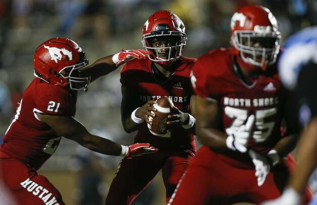 North Shore quarterback Dematrius Davis (4) looks down field after snapping the ball against Shadow Creek during the second half of the game at Galena Park ISD Stadium on Friday, Sept. 25, 2020, in Houston. Photo: Godofredo A Vásquez/Staff Photographer / © 2020 Houston Chronicle