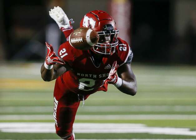 North Shore running back Daveon Ford (21) makes a catch against Shadow Creek during the first half of the game at Galena Park ISD Stadium on Friday, Sept. 25, 2020, in Houston. Photo: Godofredo A Vásquez/Staff Photographer / © 2020 Houston Chronicle