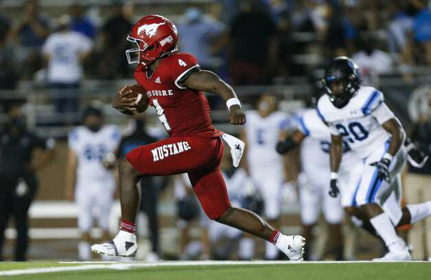 North Shore quarterback Dematrius Davis (4) runs the ball against Shadow Creek during the second half of the game at Galena Park ISD Stadium on Friday, Sept. 25, 2020, in Houston. Photo: Godofredo A Vásquez/Staff Photographer / © 2020 Houston Chronicle