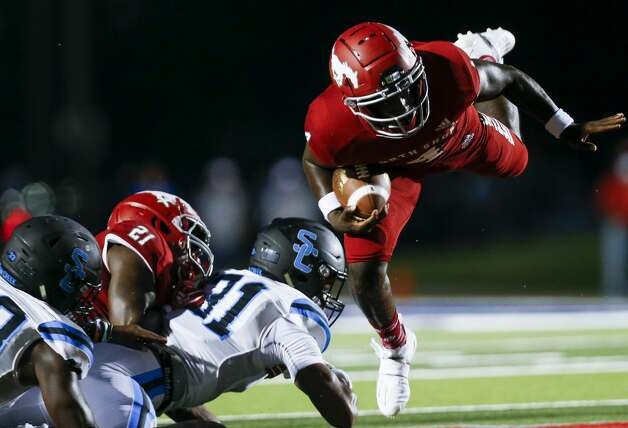 North Shore quarterback Dematrius Davis (4) runs the ball against Shadow Creek during the first half of the game at Galena Park ISD Stadium on Friday, Sept. 25, 2020, in Houston. Photo: Godofredo A Vásquez/Staff Photographer / © 2020 Houston Chronicle