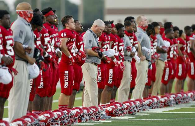 North Shore payers stand during the national anthem before the game against Shadow Creek at Galena Park ISD Stadium on Friday, Sept. 25, 2020, in Houston. Photo: Godofredo A Vásquez/Staff Photographer / © 2020 Houston Chronicle