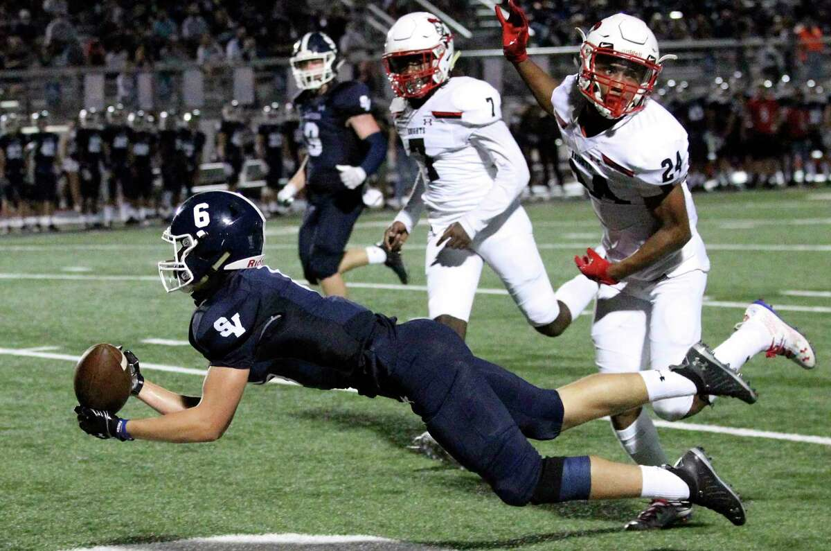 Ranger receiver Zack McDonald can't pull in a long pass in the second quarter as Smithson Valley hosts Harker Heights in high school football at Smithson Valley on Sept. 25, 2020.