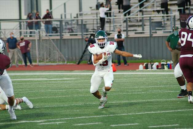The Woodlands' Lane O'Brian (15) finds running room in the Pearland defense Friday at The Rig. Photo: Kirk Sides/Staff Photographer / © 2020 Houston Chronicle/Kirk Sides