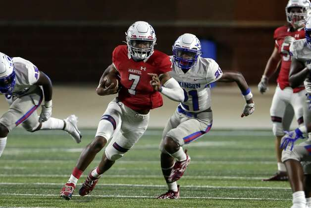 Manvel quarterback Donavan Semien (7) makes a gain in front of Dickinson players during the first half of their scrimmage at Freedom Field Sept. 25, 2020 in Arcola, TX. Photo: Michael Wyke/Contributor / © 2020 Houston Chronicle