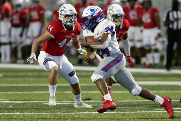 Dickinson player (24) makes a gain in front of Manvel's Reck Messer (44) during the first half of their scrimmage at Freedom Field Sept. 25, 2020 in Arcola, TX. Photo: Michael Wyke/Contributor / © 2020 Houston Chronicle