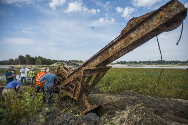 A crew led by Mike Oberloier of Beaverton work to remove a steam-powered shovel from the 1920s from the lakebed of Wixom Lake, piece by piece, Saturday, Sept. 26, 2020 in Hope. The rest of the structure is scheduled to be removed Saturday, Oct. 24. (Katy Kildee/kkildee@mdn.net)