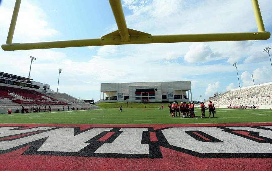 Lamar Cardinals get in practice Tuesday as they prepare for Thursday's season opener at home against Bethel. Photo taken Tuesday, August 27, 2019 Kim Brent/The Enterprise Photo: Kim Brent / Kim Brent/The Enterprise / BEN