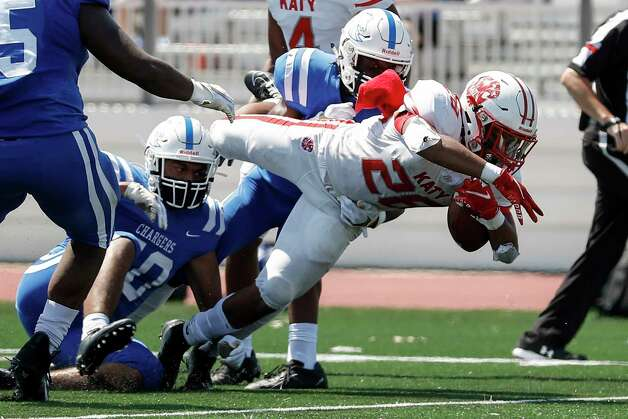 Katy Tigers Jalen Davis (28) dives for a touchdown during first half of the high school football game between the between the Katy Tigers and the Clear Springs Chargers at Challenger Columbia Stadium in Webster, TX on Saturday, September 26, 2020. Photo: Tim Warner, Contributor / ©Houston Chronicle