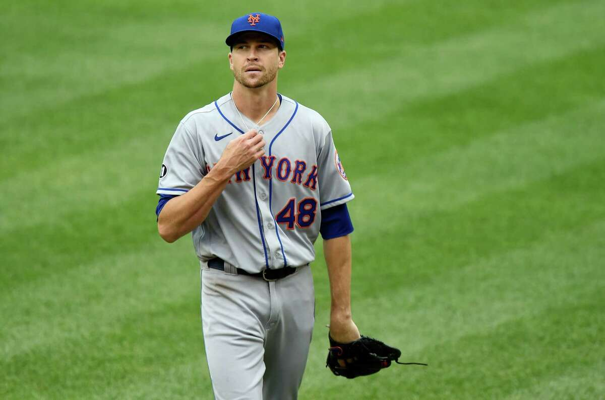 WASHINGTON, DC - SEPTEMBER 26: Jacob deGrom #48 of the New York Mets reacts after giving up a run on a wild pitch in the fourth inning against the Washington Nationals during game 1 of a double header at Nationals Park on September 26, 2020 in Washington, DC. (Photo by Greg Fiume/Getty Images)