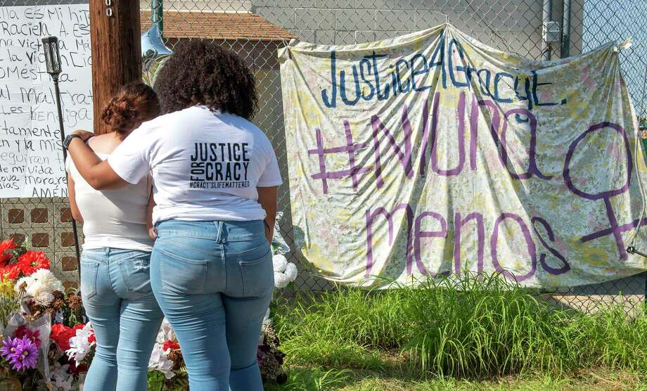 Familia, amigos y simpatizantes de #justiceforgracy hashtag lamentan la pérdida de Gracy Espinoza, el sábado 26 de septiembre de 2020, en una vigilia que se llevó a cabo en Ochoa Park. Photo: Danny Zaragoza / Laredo Morning Times