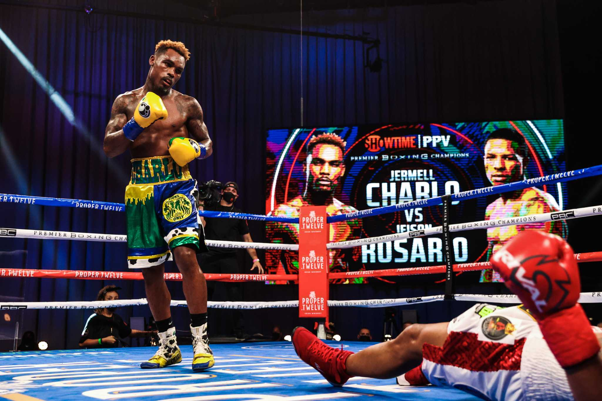 Jermell Charlo knocks out Jeison Rosario with jab to the gut