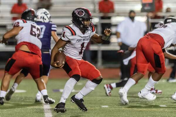 Titans quarterback Jah??mar Sanders (1) moves through the line as he runs the ball upfield. Port Neches-Groves hosted Port Arthur Memorial in the 5A season opener for both programs. Photo made on September 25, 2020. Fran Ruchalski/The Enterprise