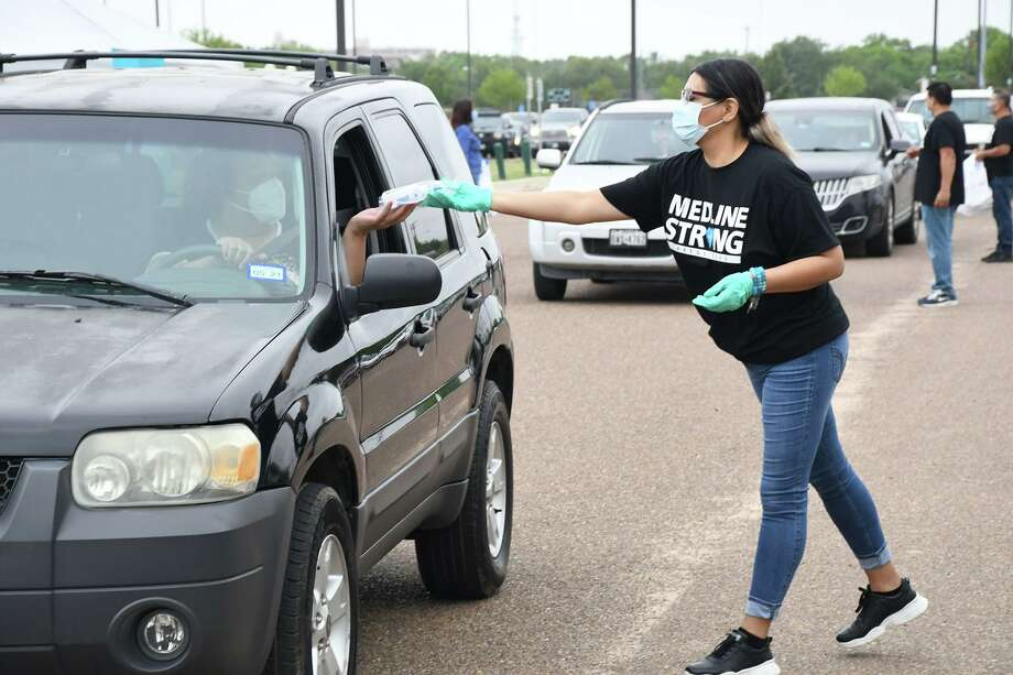 Medline, one of the largest employers in Laredo and North America's largest privately-held medical supply manufacturer and distributor in collaboration with the City of Laredo, distributed free masks, sanitizers and Census 2020 material to Laredoans at Slaughter Park, Saturday, September 26, 2020. Photo: Cuate Santos / Laredo Morning Times / Laredo Morning Times