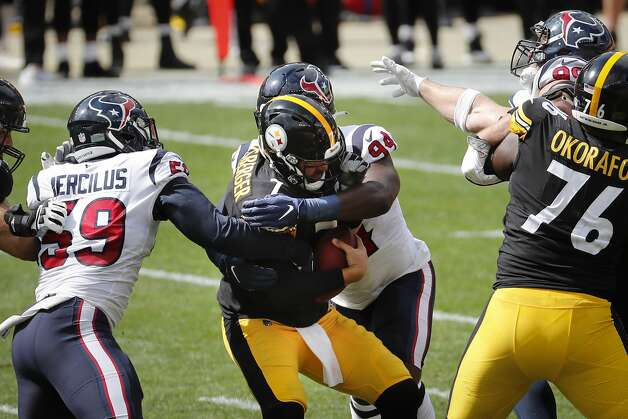 Houston Texans outside linebacker Whitney Mercilus (59) and defensive end Charles Omenihu (94) sack Pittsburgh Steelers quarterback Ben Roethlisberger (7) during the first half of an NFL football game at Heinz Field on Sunday, Sept. 27, 2020, in Pittsburgh. Photo: Brett Coomer/Staff Photographer / © 2020 Houston Chronicle