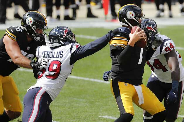 Houston Texans outside linebacker Whitney Mercilus (59) grabs Pittsburgh Steelers quarterback Ben Roethlisberger (7) by the shoulder leading to a sack during the first half of an NFL football game at Heinz Field on Sunday, Sept. 27, 2020, in Pittsburgh. Photo: Brett Coomer/Staff Photographer / © 2020 Houston Chronicle