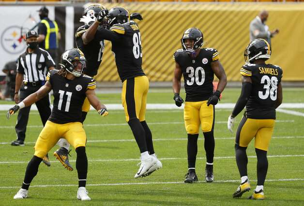 The Houston Texans celebrate JuJu Smith-Schuster's 26-yard touchdown reception against the Houston Texans during the first half of an NFL football game at Heinz Field on Sunday, Sept. 27, 2020, in Pittsburgh. Photo: Brett Coomer/Staff Photographer / © 2020 Houston Chronicle