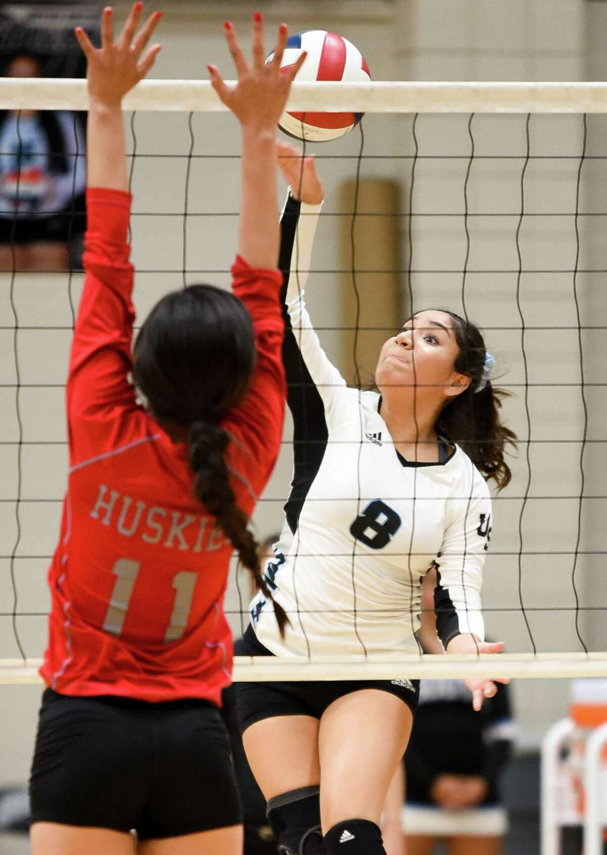 Jazmine Mendiola and United South went 1-2 on the opening day of the McAllen Poundfest tournament.