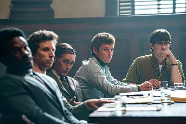 THE TRIAL OF THE CHICAGO 7 (L-R) YAHYA ABDUL-MATEEN II as BOBBY SEALE, BEN SHENKMAN as LEONARD WEINGLASS, MARK RYLANCE as WILLIAM KUNTSLER, EDDIE REDMAYNE as TOM HAYDEN, ALEX SHARP as RENNIE DAVIS. NICO TAVERNISE/NETFLIX © 2020.