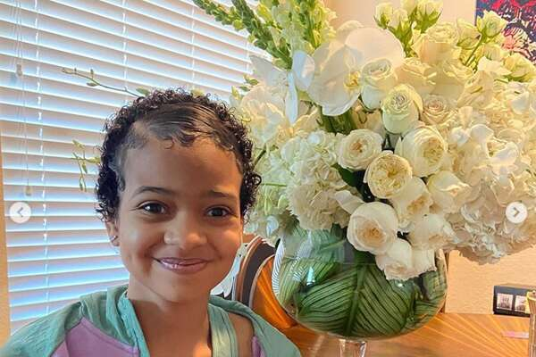 Beyoncé recently made Lyric Chanel's day when she sent the young girl, who is battling brain cancer, a beautiful arrangment of white flowers.