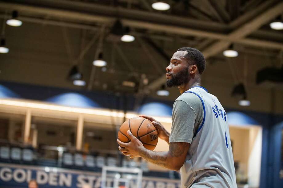 Jonathon Simmons, once a promising player with the Spurs, is trying to resuscitate his NBA career with the Warriors. Photo: Courtesy Of Warriors /