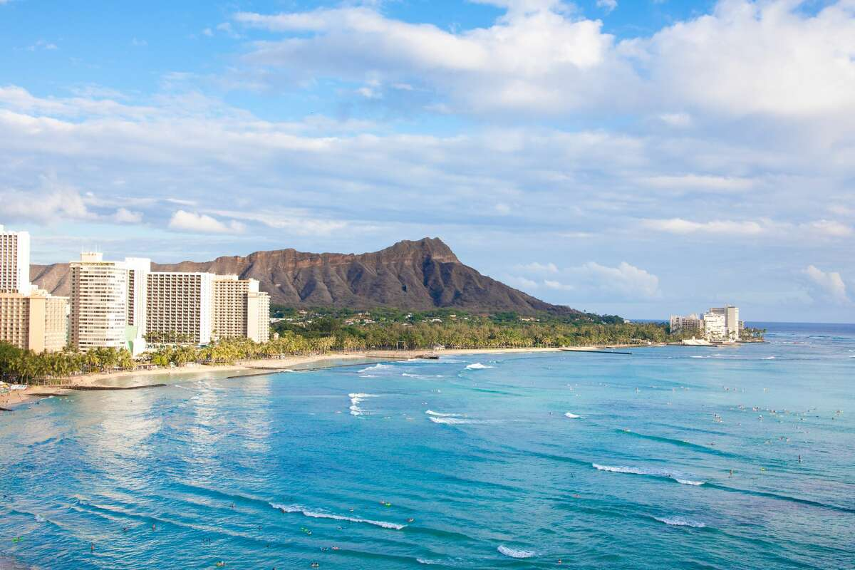 Oahu is known as The Gathering Place and rightly so. Most first-time island visitors and repeat vacationers flock to Honolulu, Waikiki Beach and the North Shore. These are some of the most popular beach destinations for casual swims, surfing of all skill levels and adventures on kayaks or standup paddleboards. Adventurist couples will find a cozy retreat at Vive Hotel Waikiki. This boutique property is perfect for twosomes in search of quick access to Waikiki beaches, along with shopping and dining along both Kuhio and Kalakaua Avenues. Vive provides complimentary use of boogie boards and beach towels, while surf shops all along the beachfront provide hourly or day long rentals of longboards and paddleboards.
