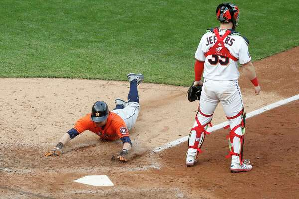 Houston Astros right fielder Josh Reddick (22) scores a run on George Springer's single during the seventh inning of an MLB Wild Card game at Target Field, Tuesday, September 29, 2020, in Minneapolis.