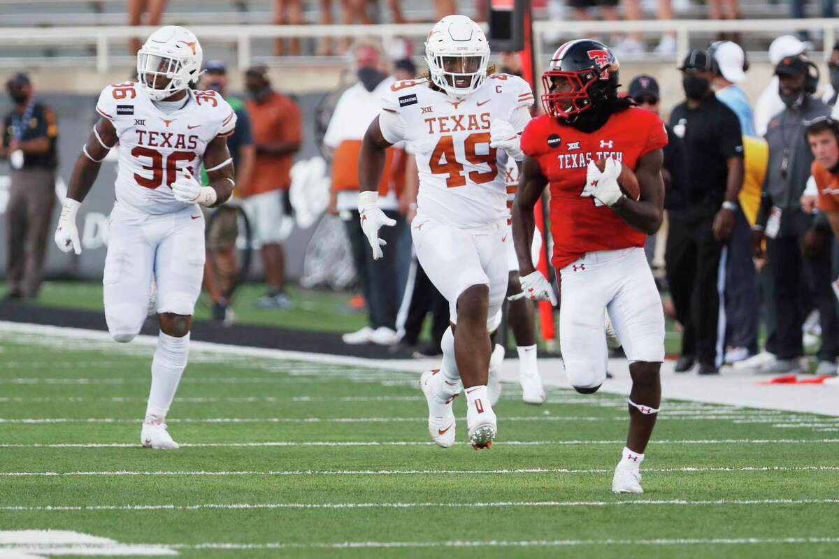Sarodorick Thompson escaped several Texas attempts at a tackle on a 75-yard touchdown run in fourth quarter.