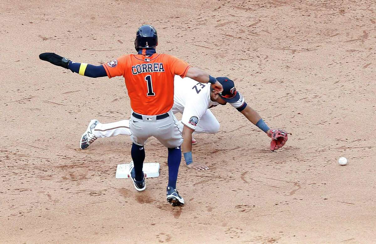 Astros shortstop Carlos Correa reaches second to load the bases after the Twins' Luis Arraez is unable to handle a wild two-out throw from shortstop Jorge Polanco in Tuesday's ninth inning.