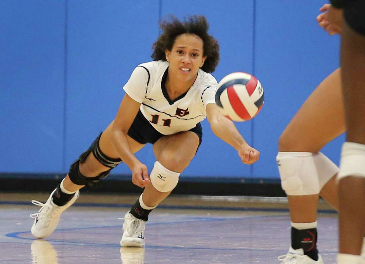 Brandeis' Leila Smalls (11) reaches for the ball against Reagan during their girls volleyball game at Northside Sports Gym on Tuesday, Sept. 29, 2020. The Broncos defeated the Rattlers, 4-1, to take the contest.