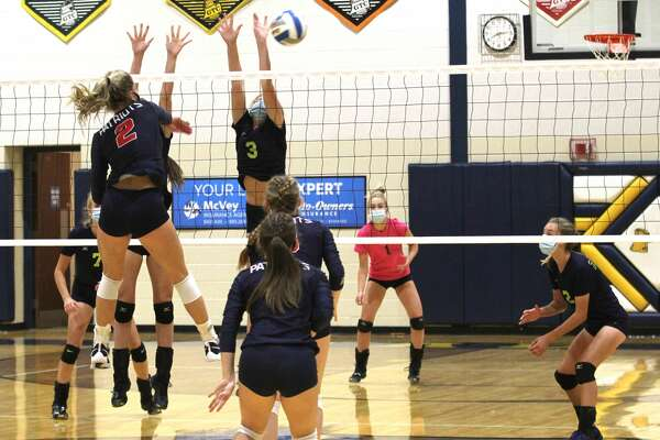 It took them five hard-fought sets, but the Patriots of Unionville-Sebewaing topped the host Bad Axe Hatchets on Tuesday night. The Patriots won, 15-25, 22-25, 25-16, 25-23, 15-12.