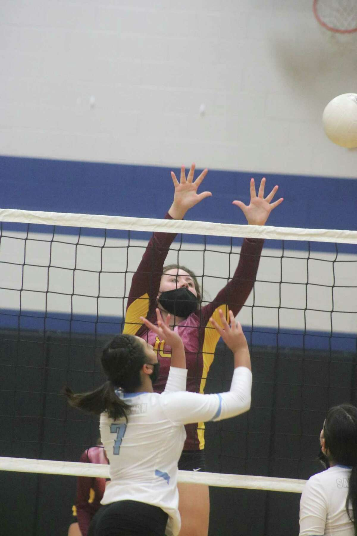 Deer Park's Katelyn Mallett works the net during Game 2 action in the Rayburn gym Tuesday night.