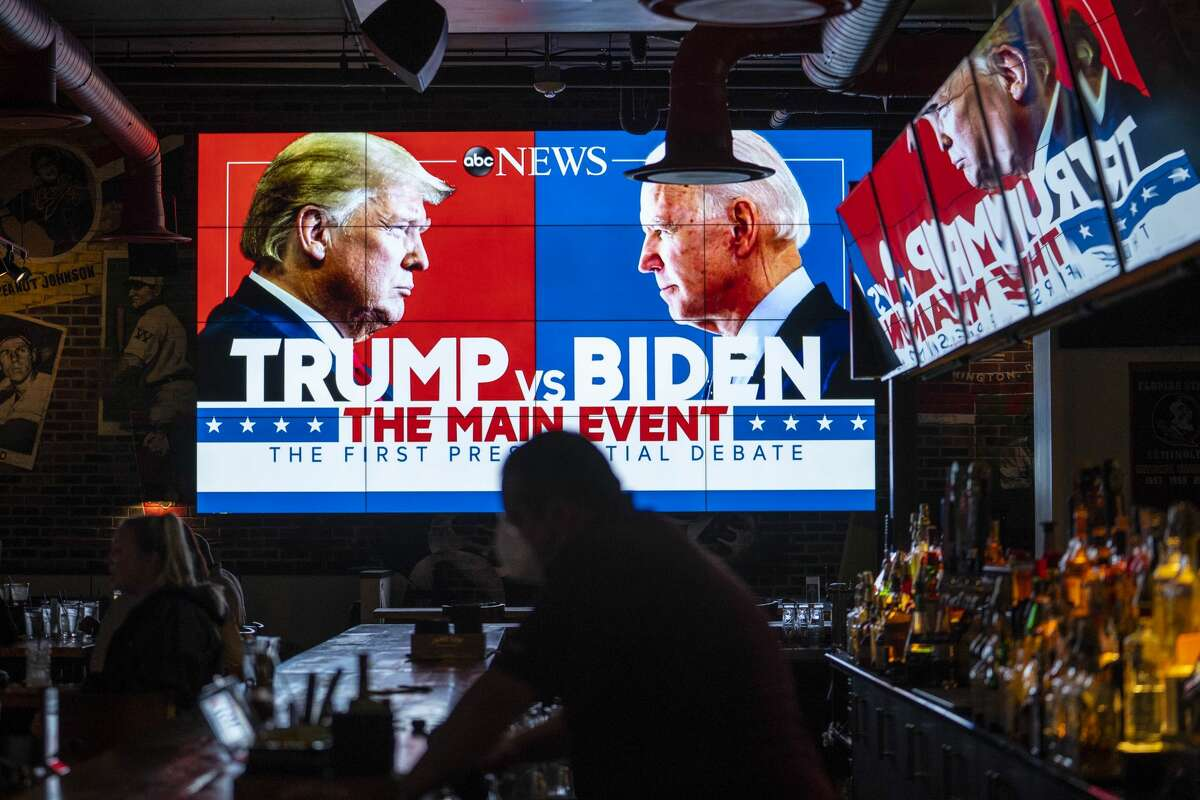 WASHINGTON, DC - SEPTEMBER 29: Television screens airing the first presidential debate are seen at Walters Sports Bar on September 29, 2020 in Washington, United States. Americans across the country tuned in to the first presidential debate between Donald Trump and Joe Biden held in Cleveland. (Photo by Sarah Silbiger/Getty Images)