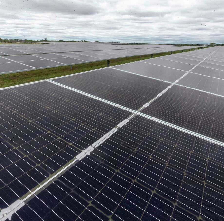 Fields of solar panels at OCI Solar Power's Alamo 1 Solar Farm are seen Sept. 23, 2020 Photo: William Luther, Staff / Staff / ©2020 San Antonio Express-News