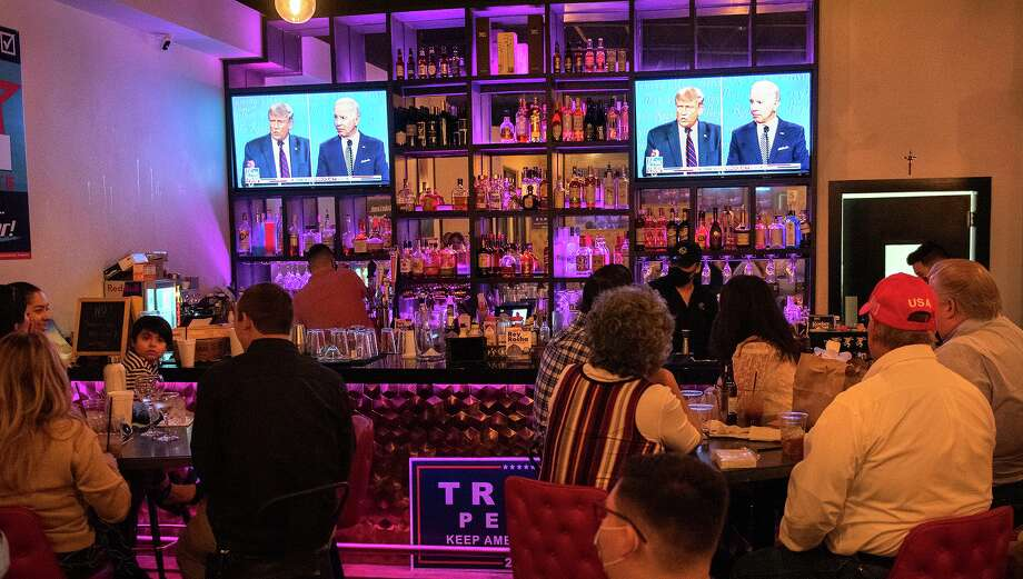 Potential voters and their family members gather at Rocha's Bar and Grill to watch the presidential debate on Tuesday, Sept. 29. Photo: Danny Zaragoza / Laredo Morning Times