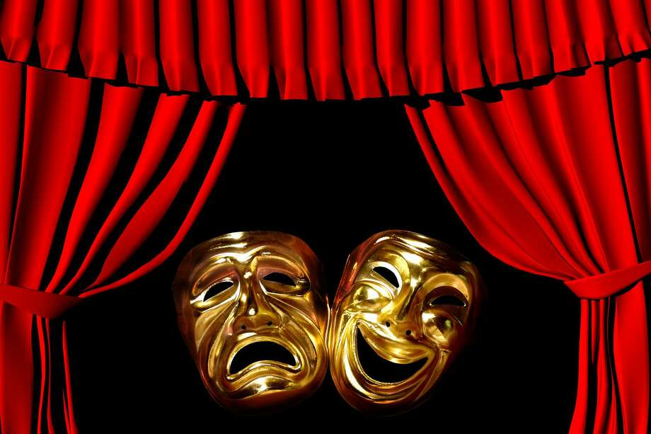 Gold mask of tragedy and comedy between a red theatre curtain Photo: Saniphoto / Photosani — Fotolia / 9022770