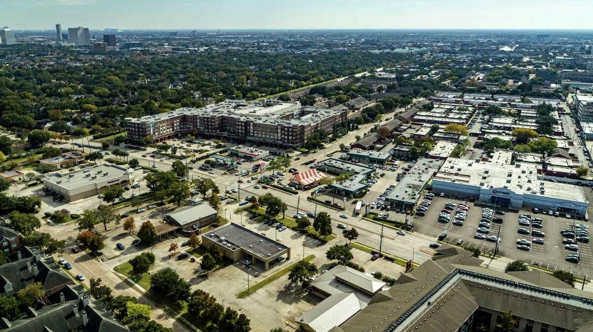 Miami-basedGaliumCapital purchased TheFairmonton San Felipe, a 361-unit apartment complex at 6363 San Felipe.GreystoneNational ApartmentAdvisorsmarketed the property for the sellers,Hunington Properties andLongreachAssociates.