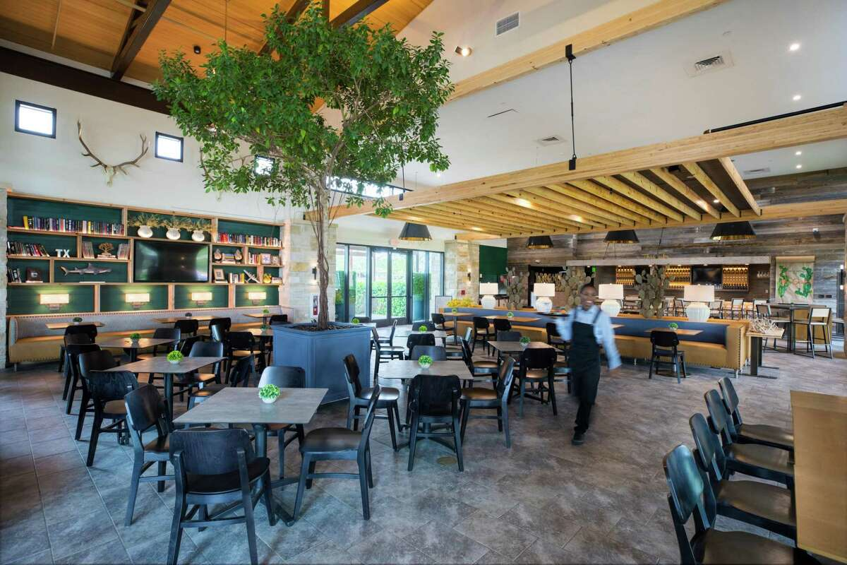 Cane Island residents enjoy the convenience of the community's onsite restaurant, The Oaks Kitchen & Bar.