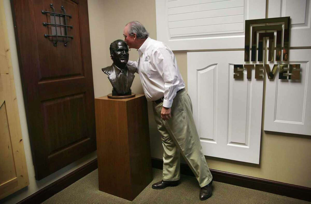 Sam Steves kisses a sculpture of his father, Marshall T. Steves, on Tuesday, Sept. 1, 2020.